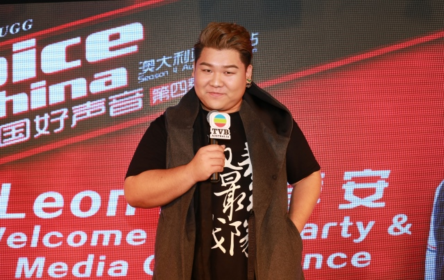 Fans show warm welcome for 'The Voice of China' contestant Leon Lee for victorious return
