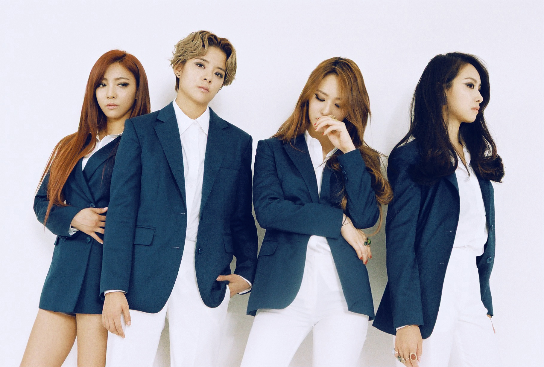 f(x) makes comeback with '4 Walls'. Goes straight to No.1 in Korean charts
