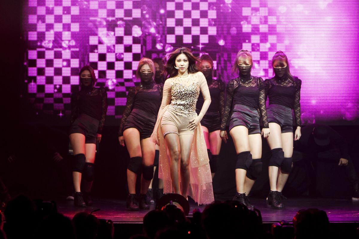 Audience 'Coloured' by Hyosung's Showcase