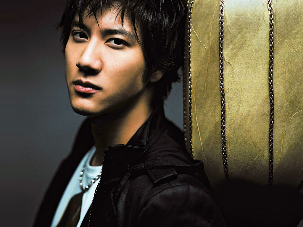 "Leehom Wang endorses his first game ""Clash of Kings"""