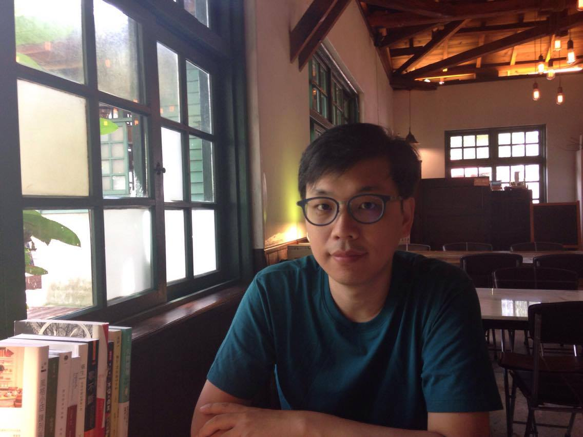 "Hou Chi-Jan on the importance of Taiwanese independent bookstores and the making of the ""Poetries From The Bookstores"" series"
