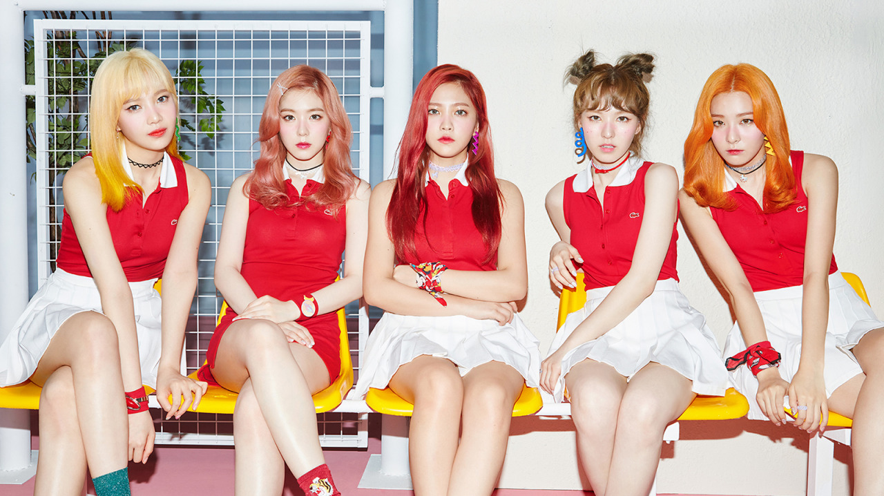 "Red Velvet plays some fun and quirky ""Russian Roulette"" in latest music video"