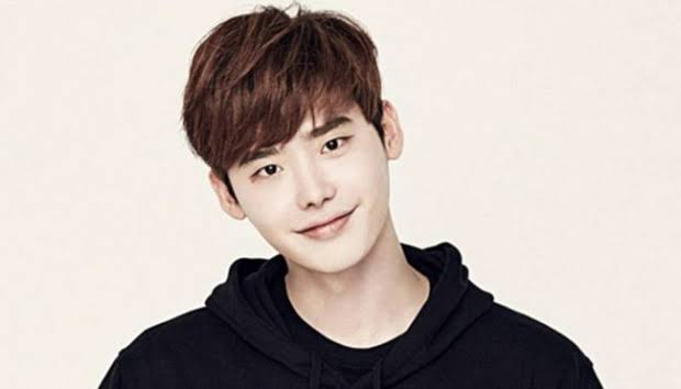 Lee Jong-suk released after detainment in Indonesia