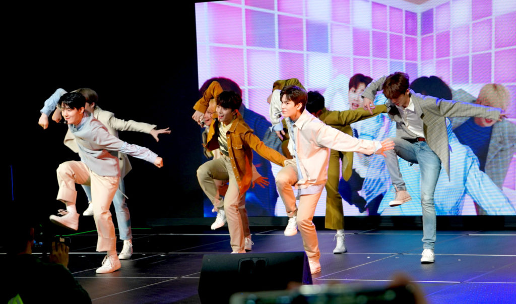 VERIVERY at KCON Super Rookie Showcase at KCON19NY 7/7/19 #베리베리 #VERIVERY #KCON19NY https://www.helloasia.com.au/