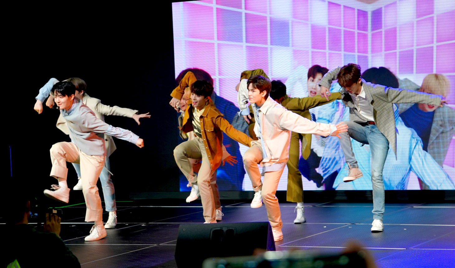 Photo Gallery: VERIVERY so VERY VERY Adorable at the KCON Super Rookie Showcase at KCON NY