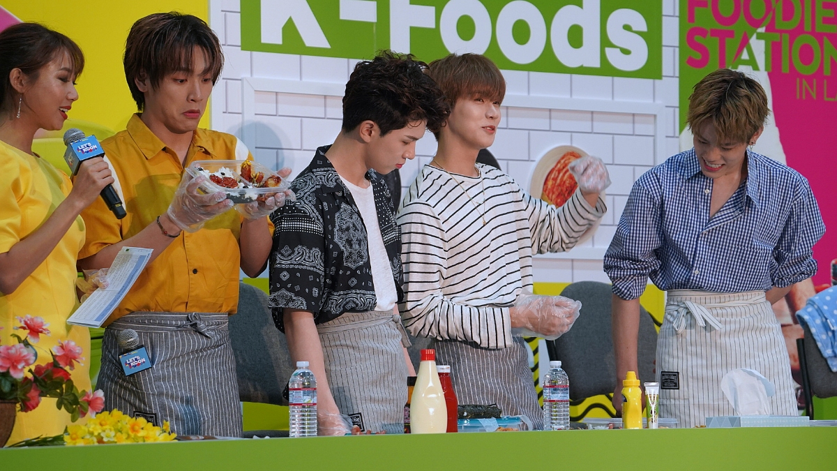 Photo Gallery: N.Flying Charms Fans While Making Lunchboxes at KCON LA 2019